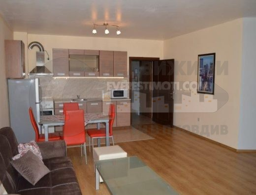 тристаен обзаведен апартамент в Смирненски