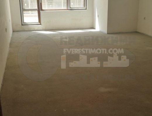 Тристаен апартамент с акт 16 до Панаира–Пловдив