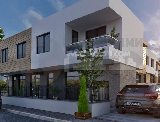 Къща с двор и гараж в Пловдив - кв. Беломорски