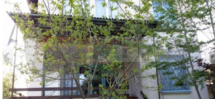 Двуетажна масивна къща със самостоятелен двор/гараж/