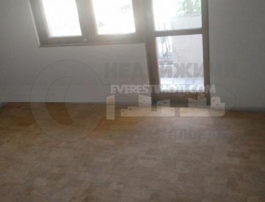 Тристаен тухлен апартамент - Военна болница - Пловдив