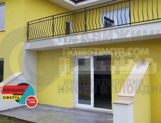 Двуетажна нова къща в новата част на Белащица