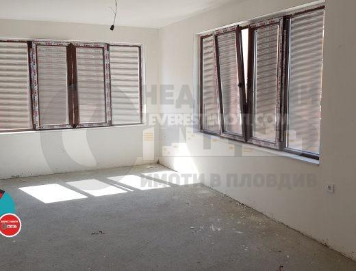 Двустаен просторен апартамент във Въстанически /Гараж/-Пловдив.