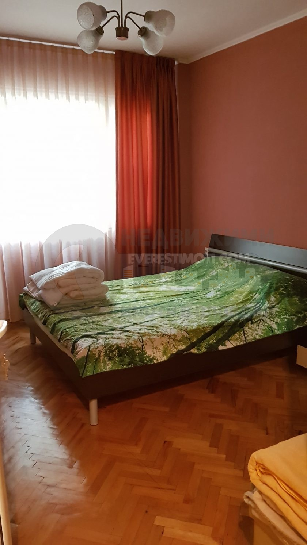 Тристаен тухлен частично ремонтиран апартамент - хотел Тримонциум - Пловдив