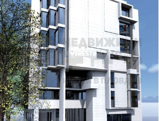 Магазин с голяма витрина на булевард в Центъра на Пловдив