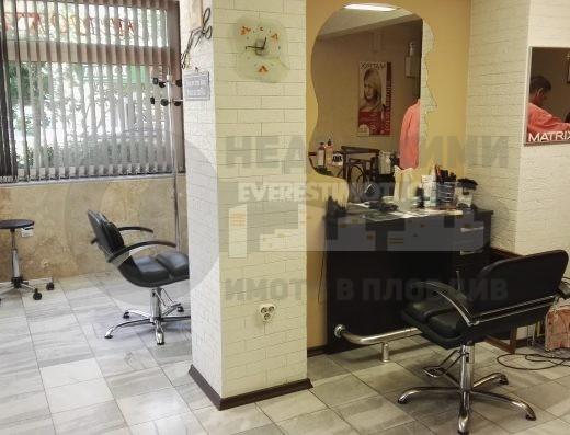 Работещ фризьорски салон и заведение до Евмолпия и ТЦ Гранд- Пловдив