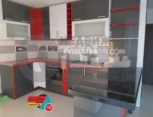 Тристаен, поръчково обзаведен апартамент в Кършияка-гр. Пловдив