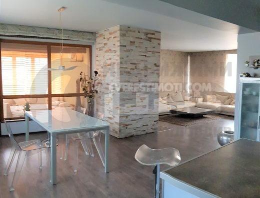 С перфектен достъп! Триетажна луксозна къща с двоен гараж и облагороден двор - Кючук Париж - Пловдив