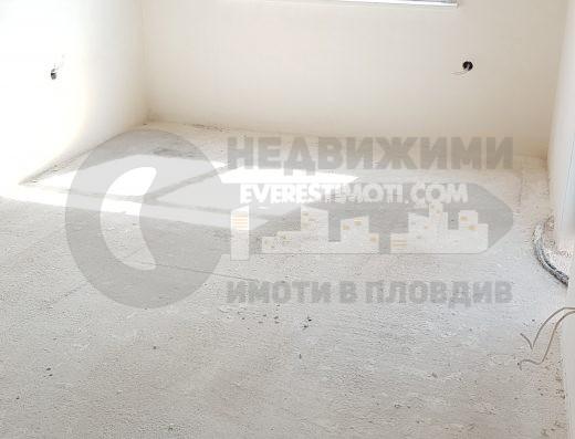 Тристаен апартамент до Герджика в кв.Кършияка- Пловдив