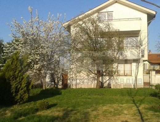 Страхотна триетажна къща с гараж с. Скутаре- гр. Пловдив