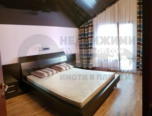 Нова луксозно обзаведена напълно къща в село Белащица с панорама!