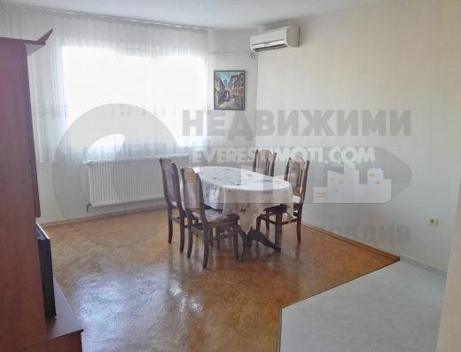 Тристаен Обзаведен апартамент в Кючук Париж гр. Пловдив