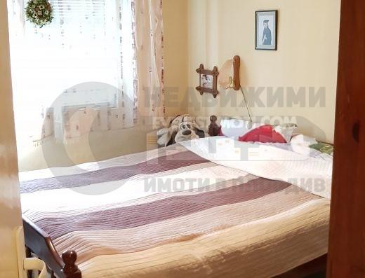 Тристаен просторен тухлен апартамент до ОУ Райна Княгиня в кв. Кършияка - Пловдив