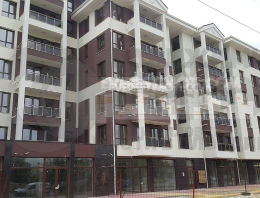 Голям тристаен апартамент с Паркомясто в Ж.К.Тракия гр. Пловдивv