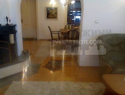 Аристократичен етаж от къща в Центъра на Пловдив