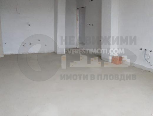 Тристаен просторен апартамент в луксозна сграда пред Акт 16 в централната част на Тракия - Пловдив