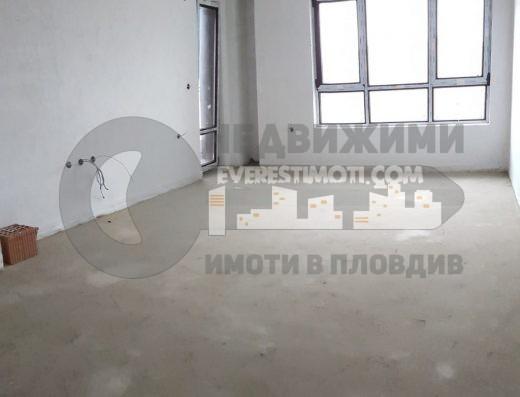 Тристаен южен апартамент с хол 35 кв.м. в нова красива сграда пред Акт 16 до Форума в Тракия – Пловдив