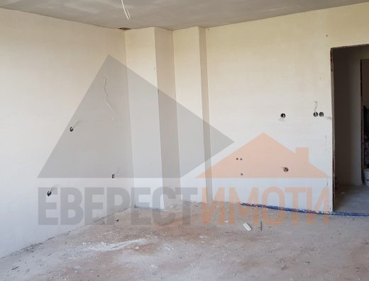 Тристаен апартамент с просторен хол в нова сграда - Поликлиниката, Тракия - Пловдив