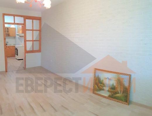 Тристаен апартамент до ключ на среден етаж - до Второ РПУ, Широк център - Пловдив
