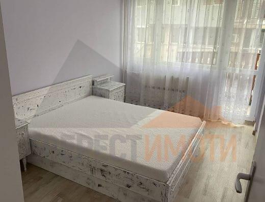 Тристаен обзаведен апартамент в малка сграда на среден етаж - до Второ РПУ, Широк център - Пловдив