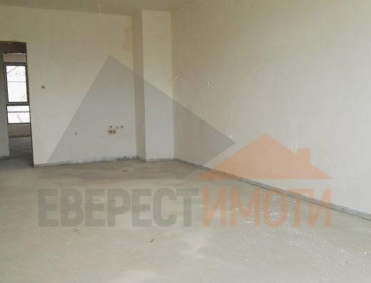 Тристаен югоизточен апартамент с просторен хол в нова сграда - Поликлиниката, Тракия - Пловдив