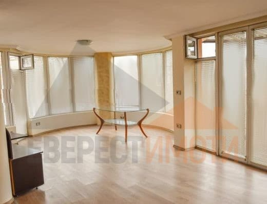 Тристаен апартамент до хотел Тримонциум