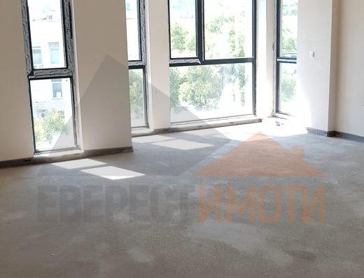 Супер инвестиция! Тристаен панорамен апартамент в бутикова сграда на центъра на Пловдив