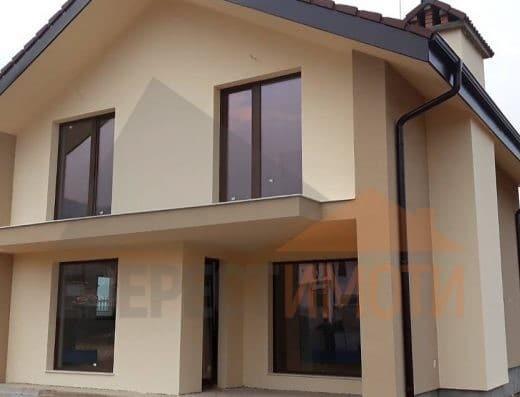 Самостоятелна нова двуетажна къща с голям двор и неповторима панорама в с. Марково