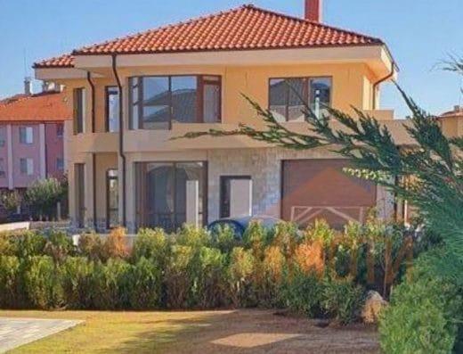 Самостоятелна нова двуетажна просторна къща в западната част на с. Марково
