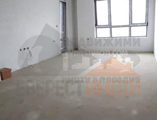 Тристаен апартамент със светъл южен хол в нова красива сграда с Акт 16 до Форума в Тракия