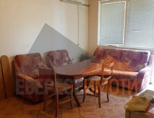 Двустаен апартамент в малка сграда на среден етаж – до Здравна каса, Широк център – Пловдив